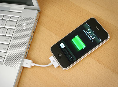 bd8c_istubz_iphone_sync_charge_cable_inuse